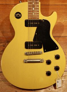 gibson les paul junior special P90 in TV-yellow Electric Guitar And Amp, Guitar Amp, Electric Guitars, Gibson Les Paul Jr, Guitar Store, Mandolin, Vintage Guitars, Bass, Instruments