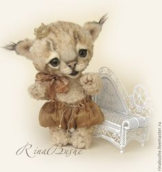 """Richi,"" a darling toy animal by Rina Bushe, a Russian artist, from a web page with the following text:  Мишки Тедди ручной работы. Ярмарка Мастеров - ручная работа Ричи. Handmade #lynx #cat in caramel colors"