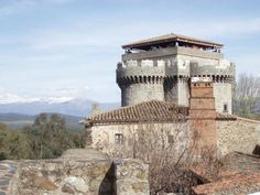 Extremadura, tierra de contrastes, de magníficos paisajes, increíble gastronomía y enorme patrimonio cultural, es una región llena de pequeñas y grandes sorpresas para los visitantes. La magnífica … Vintage Menu, Secret Places, Spain Travel, Wonderful Places, Wonders Of The World, Medieval, The Good Place, Places To Visit, Architecture