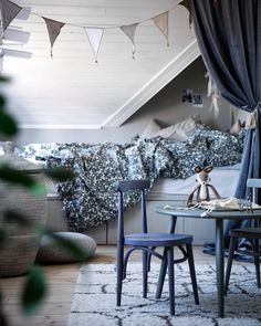 So beautiful interior with the blue, grey and white tones in this kids room. Blue Gray Bedroom, Grey Room, Scandinavian Kids Rooms, Scandinavian Interior, Teen Girl Bedrooms, Room Interior Design, Master Bedroom Design, Cheap Home Decor, Room Inspiration
