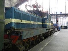 A nosztalgiavonat végén a V42-527 pályaszámú, Leo becenevű, villanymozdony, a MÁV Nosztalgia igáslova.