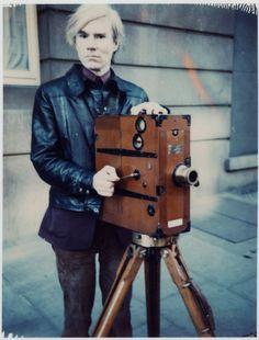 """""""I figli delle star di Hollywood sono cresciuti ignorando la differenza fra la finzione e la vita reale, perciò sono i migliori attori del mondo."""" - Andy Warhol"""