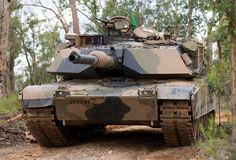 An Australian Army M1A1 Abrams tank from 1st Armoured Regiment moves into position during Exercise Diamond Strike, conducted in the Shoalwater Bay training area, Queensland, from 20-30 June 2015.