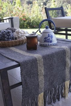 CAMINOS DE MESA Tablet Weaving, Loom Weaving, Hand Weaving, Home Tex, Types Of Weaving, Peg Loom, Burlap Table Runners, Weaving Projects, Tear