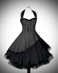 Wunderschön das Kleid im Lagenlook mit typischem 50er Jahre Polkadot-Dessin. Verarbeitet aus hochwertiger Baumwolle im schrägen Fadenlauf für einen noch besseren Sitz. Edles Satin- und Spitzenband...