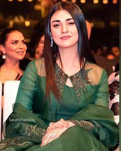 Designer Party Wear Dresses, Kurti Designs Party Wear, Indian Designer Outfits, Simple Pakistani Dresses, Pakistani Dress Design, Pakistani Wedding Outfits, Wedding Dresses For Girls, Stylish Dresses For Girls, Dress Indian Style