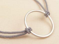 Armband *CIRCLE* grau / mattsilber von TheCosyMaker via kleinebotschaft. Click on the image to see more!