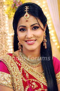 Hina Khan aka Akshara in Ye Rishta Kya Kehlata Hai Beautiful Girl Indian, Most Beautiful Indian Actress, Beautiful Saree, Beautiful Bride, Beautiful Women, Cute Beauty, Beauty Full Girl, Beauty Women, Indian Bridal Photos