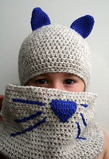 Crochet cat hat and cowl pattern for beginners and for lots of fun! #crochetpattern #crochet