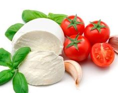 I've always heard you could make your own mozzarella cheese. I'm gonna serve homemade mozzarella, with homegrown tomatoes, and homegrown basil. Wow, my mouth just filled with saliva. Make Mozzarella Cheese, Fresh Mozzarella, Buffalo Mozzarella, Whole Wheat Pita, Healthy Snacks, Healthy Recipes, Healthy Dishes, Healthy Eats, Gastronomia