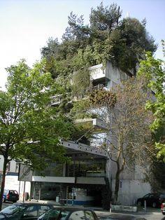 """das """"Baumhaus"""" von Ot Hoffmann in Darmstadt (1968-72) http://www.oekosiedlungen.de/baumhaus-DA/steckbrief.htm"""