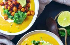 Bataattisosekeitto paahdetuilla kikherneillä   Vegaanihaaste Thai Red Curry, Ethnic Recipes, Food, Essen, Meals, Yemek, Eten