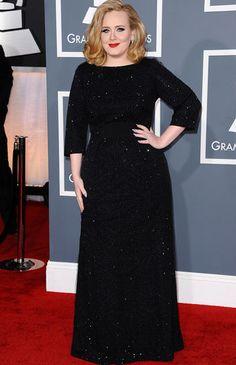 Adele eligió a Armani para la gala de los Grammys, en la que fue la triunfadora de la noche con 6 premios.
