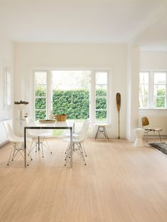 QuickStep Perspective Wide Oak White Oiled Planks 2v-groove Laminate Flooring 9.5 mm, QuickStep Laminates - Wood Flooring Centre