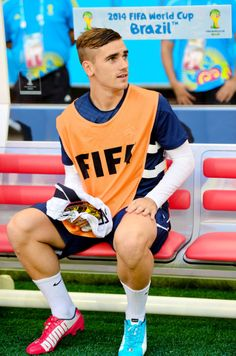 Antoine Griezmann at 2014 World Cup Madrid Football, Football Is Life, Football Boys, Football Players, Goat Football, Neymar Football, Antoine Griezmann, Lionel Messi, Fifa