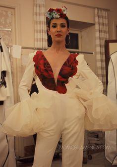 ENTRE DOS AGUAS – Juana Martín | Moda Flamenca por Elena Rivera vía Mamá de Mayor Quiero Ser Flamenca.