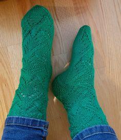 Niina Laitisen Villasukkien vuosi kirjasta Salakavalat Socks, Fashion, Moda, Fashion Styles, Sock, Stockings, Fashion Illustrations, Ankle Socks, Hosiery