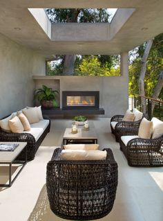 A semi-private balcony space, perfect for entertaining!  Via houzz  #homedesign #outdoorliving