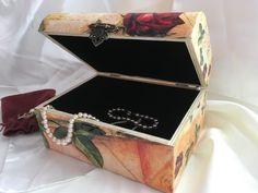 #Vintage #box #jewellery Vintage Box, Decoupage, Decorative Boxes, Jewellery, Home Decor, Jewels, Decoration Home, Room Decor, Schmuck