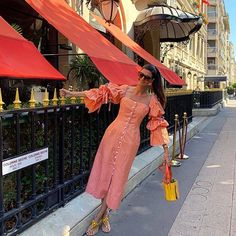 It's Spring Summer 19 ~ wears the Orange Popeline Longuette Dress and the Bicolor Plissè Mini Bucket Bag by Giovanna Battaglia, Fabulous Dresses, All About Fashion, Spring Summer Fashion, Style Icons, Celebrity Style, Girl Fashion, Summer Outfits, Street Style