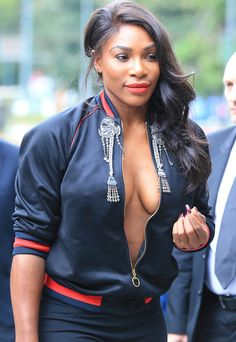 Serena goes braless