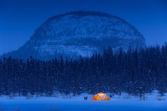 RV And Camping. Great Ideas To Think About Before Your Camping Trip. For many, camping provides a relaxing way to reconnect with the natural world. If camping is something that you want to do, then you need to have some idea Winter Camping, Go Camping, Outdoor Camping, Camping Hacks, Winter Tent, Camping Packing, Camping Essentials, Canada, Ontario