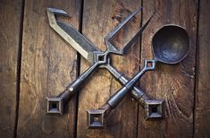 Forging Knives, Bushcraft Knives, Forging Metal, Blacksmith Tools, Blacksmith Projects, Diy Forge, Gn, Homemade Weapons, Metal Bending