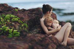 Schönes Foto - Stillen in der Natur: Beautiful nursing by the sea