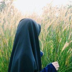 Wandering in Tall Grasses Beautiful Muslim Women, Beautiful Hijab, Hijabi Girl, Girl Hijab, Ootd Hijab, Hijab Outfit, Muslim Images, Hijab Dpz, Hijab Style Dress