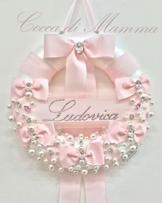 Super baby shower ideas for girs centerpieces diy diaper cakes ideas Baby Shower Mum, Baby Crafts, Felt Crafts, Pink Christmas, Christmas Wreaths, Baby Kranz, Baby Door Wreaths, Diy Diaper Cake, Diy Diapers