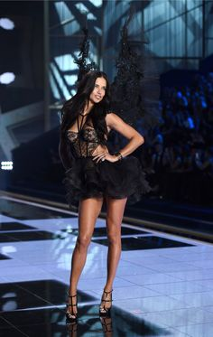 These Are Adriana Lima's Sexiest Victoria's Secret Moments - These Are Adriana Lima's Sexiest Victoria's Secret Moments Adriana Lima Victoria Secret, Victoria Secret Angels, Victorias Secret Models, Victoria Secret Fashion Show, Top Models, Runway Models, Modelos Victoria Secrets, Vs Fashion Shows, Mannequin