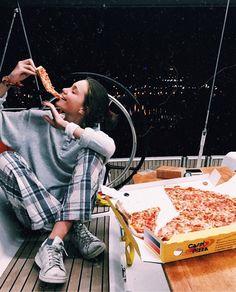 Tumblr chica pizza barco noche pijama
