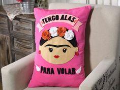 I wanna make this Nanny Activities, Mobiles, Felt Pillow, Diy Pillows, Diy Videos, Christmas Diy, Diy And Crafts, Craft Projects, Creative