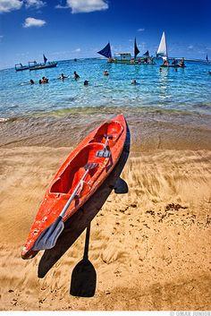 Praia de Porto de Galinhas, em Ipojuca, estado de Pernambuco, Brasil. É a mais badalada e a mais bonita praia da região. Possui  km de areias claras e piscinas naturais bem próximo da praia, onde se pode observar os arrecifes de corais.