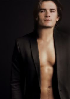Orlando Bloom. Can I please have him for my birthday? Just wrap him up in a big ole bow!!! *sigh*