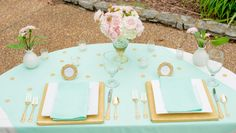 Stunning sweetheart #wedding table in pink, mint & gold. Very romantic.