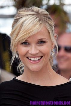 Reese Witherspoon Hairstyle with Side Swept Bangs Reese Witherspoon Signature…