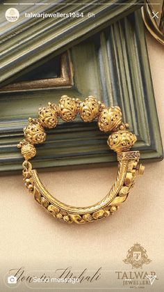 Gold Bangles Design, Gold Jewellery Design, Gold Temple Jewellery, Gold Jewelry, Gold Earrings Models, Gold Mangalsutra Designs, Gold Set, Modern Jewelry, Indian Jewelry