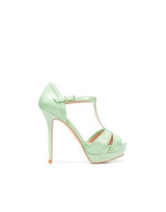 I wonder if they have these at the zara near my work.  not sure if my feet can handle them...but omg, that color!