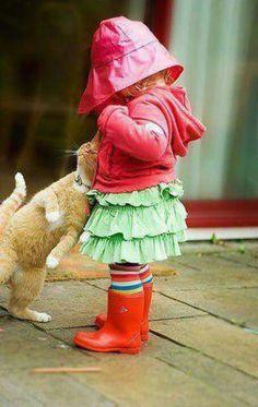 what a cute little girl :)