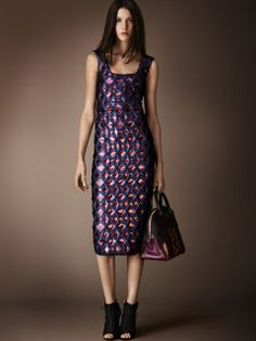 Pre-Colletion womenswear Fall Winter 2014/15 . © burberry.com