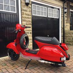 #Vespa #Vespapx #piaggio #scootering #scooterist #sipscootershop #px200 #malossi #polini #britishscooterstyle #vespagram #vespalovers Vespa T5, Vespa Piaggio, Scooters Vespa, Vespa Bike, Lambretta Scooter, E Scooter, Motor Scooters, Motorcycle Bike, Motor Cafe Racer