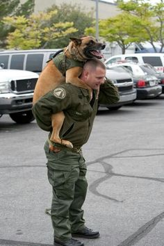 Malinois and his Soldier handler, two Heroes Military Working Dogs, Military Dogs, Police Dogs, Animal Heros, Belgian Malinois Dog, Amor Animal, Pomes, War Dogs, German Shepherd Dogs