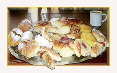 Facturas/ Pastries Sushi, Favorite Recipes, Cheese, Ethnic Recipes, Desserts, Yum Yum, Food, Gastronomia, Cooking Tips