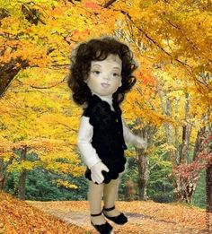 кукла из фетра `Ларочка`. Кукла выполнена из листового фетра. Новинка в кукольном творчестве. Костюм на ней из натуральной тисненной кожи состоит из юбка- шорты и жилетик, водолазка - трикотаж, туфельки - кожа натуральная, чулки капрон.