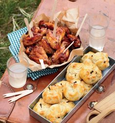 Wat is die langpad see toe nou sonder lekker padkos? Tannie Poppie se padkos-resepte is perfek vir die lang, honger ure op die pad. Tea Snacks, Savory Snacks, Kos, Milk Bread Recipe, Snack Platter, South African Recipes, English Food, Unique Recipes, Light Recipes