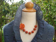 Amazing Fresh-Picked Orange corail fleur est main fil enveloppé avec véritable Beads.Perfect de corail rouge pour n'importe quelle Occasion!! Bijoux de demoiselle d'honneur.