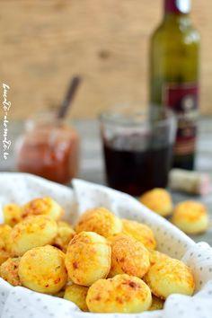 Pogăcele cu caşcaval delicioase şi uşor de făcut Party, Appetizers, Cheese, Vegetables, Ethnic Recipes, Food, Appetizer, Essen, Parties