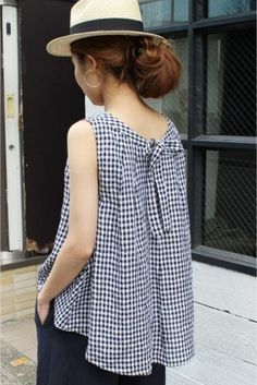 ❤️ Small black and white gingham! Sewing Clothes, Diy Clothes, Party Gowns Online, Mode Top, Sleeveless Jacket, Blouse Styles, Mode Inspiration, Refashion, Dress Patterns