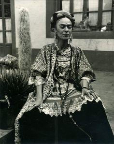 Frida Kahlo in her garden at Coyoacán, 1952 , Photograph : Berenice Kolko, © Banco de México. Fideicomiso Museos Diego Rivera y Frida Kahlo.